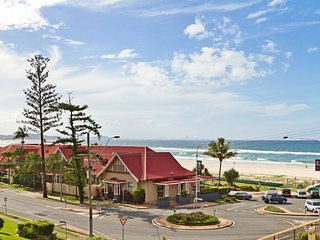 Kirra Gardens 9 - Kirra Point Beachfront