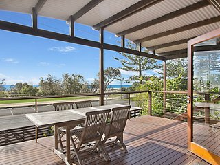 North Kirra Beach House - Beachfront and pet friendly!