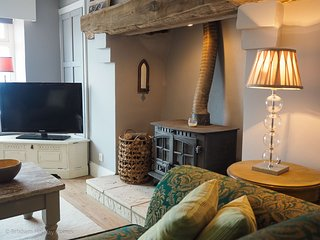 Front Row Cottage - Charming luxury harbour side cottage with magnificent sea vi