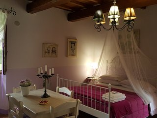 Casale con piscina e idromassaggio per vacanze in Umbria: 'Appartamento Glicine'