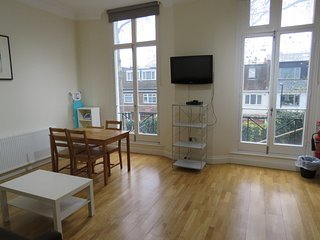 A good size & Shiny 2-Bedroom Flat in Bayswater, Hyde Park, London, F2
