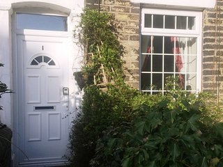 Lovely Traditional Saddleworth Cottage Next to Fields with Horses