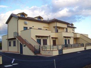 Residence Maine Case vacanza Cortona con giardino esclusivo e piscina, Montecchio