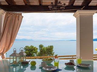 sea view homey vacations, elegant, bright villa with 3 bedrooms & 2 bathrooms, Perama