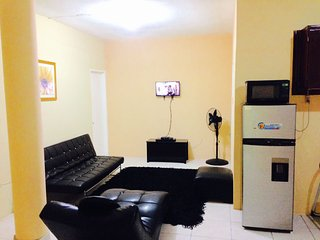 Comfy Home Stay, Modish 1 BR Flat!, Tower Isle