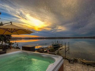 Wise Owl Landing Cayuga Wine Trail Lakefront Home Hot Tub Sleep 10