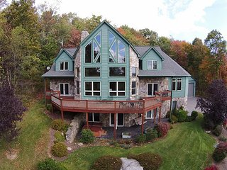 Breathtaking 4 Bedroom Mountain Chalet offers Luxury Living!, McHenry