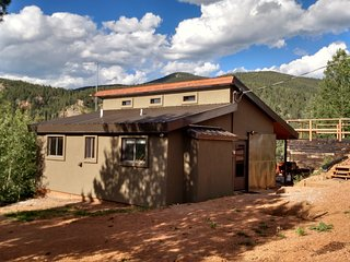 Pikes Peak and Surrounding Mountain Views Secluded but still close to everythin, Divide