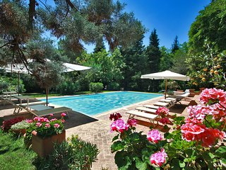 VILLA ROSSINI - Villa with Private Pool, beach 3 Km, wi-fi, pet-friendly, garden, Pesaro