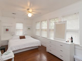 Cajun Hostel II - The White Room