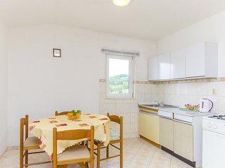 Apartments Milka - 27741-A2, Slatine