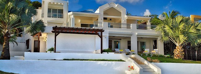 Villa Amaryllis 3 Bedroom (Built On 3 Levels Offering Dazzling White Interiors