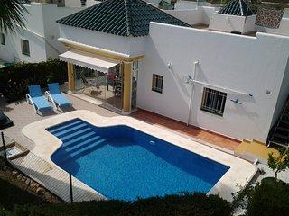 Chalet con piscina privada cerca de playa  en una urbanizacion tranquila