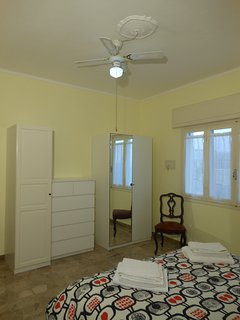 Ca' Stella bedroom with double bed (ceiling fan)