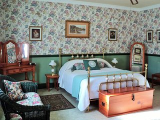 A Pilgrim's Rest Guest House Double Room no 1, Graskop