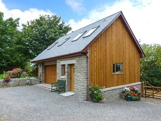 THE PIGGERY BELLEVUE, tranquil location, open plan, woodburning stove near