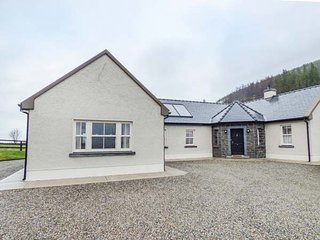 ORMONDE STILE, all ground floor, open plan living area, pet-friendly, WiFi, nr N