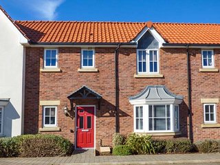 THAT FILEY FEELING, pet-friendly, on-site facilities, close to beach, Filey