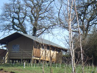 Leafy Fields Glamping, Valley View Safari tent, Uffculme