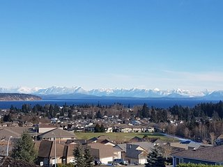 Luxury 3 Bedroom Suite With Amazing Ocean Views, Hot Tub & Fireplace!, Campbell River