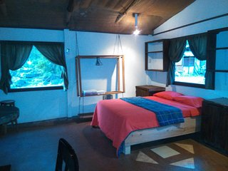 ONE BEDROOM RUSTIC CABIN, WHERE MOTHER NATURE LIVES, Guayabo
