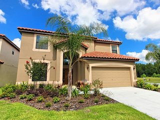 Beautiful 6bed 4.5 baths over Sleeps 12-Gameroom & WIFI Private pool, Kissimmee