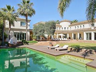 Exquisite Villa for Holiday Rental in Sotogrande Costa