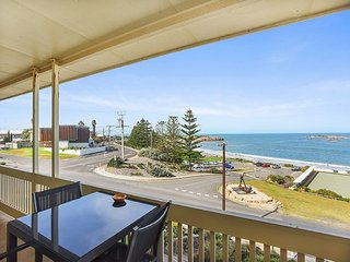 Unwind * 'The Dolphins Beachfront' no 7 - Port Elliot - A View to Remember