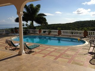 Mahogany House • 3/4BR Villa • Grand spaces • Amazing views • *Cook • RoseHall •