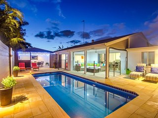 Serenity Retreat Mooloolaba, private oasis with solar heated pool, walk to beach