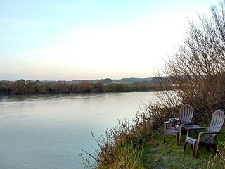 River Side Getaway~ Enjoy Wildlife, Long walks on Beach, Paddle on River,