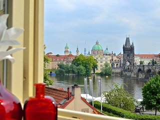 Unique Charm Views Of The Ch-Bridge and Castle 2nd floor-80% occ. 2016 BOOK NOW!, Praga