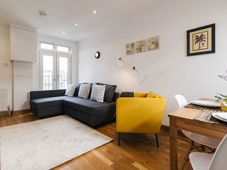 London Economical 2 bedroom Apartment for 6 ** Best Internet Rates ** TL8