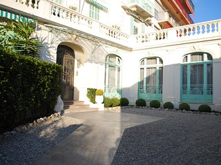 Amazing Sea View,Cannes Central yet calm, 1850's architecture,