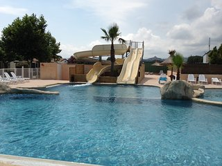Mobil-home in La Pinede Camping****