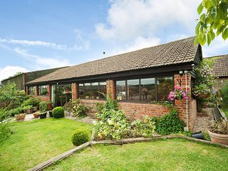 Manor Farm Barn, sleeps 12, Great Location (MF)