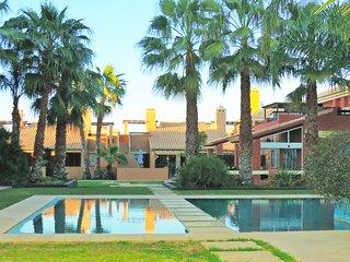 Casa con jardín y piscina en Mar de Cristal