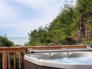 Oceanview home w/ deck, private hot tub, & exercise room - dogs OK!