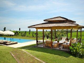 Villa Tangguntiti, Tegal Mengkeb