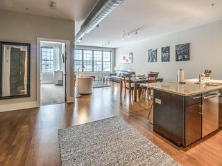 Elegant condo w/ gorgeous roof deck - blocks to the T, seaport & South Boston!