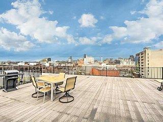 Elegant condo w/ gorgeous roof deck - blocks to the T, seaport & South Boston!
