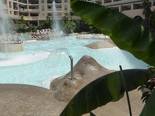 2 pieces a 50 m de la plage avec piscines multi-bassin