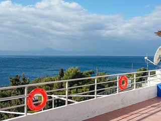 Elegant Flat, breathtaking view of Corinthian Gulf, Loutraki