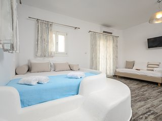 Depis Superior villa with private  jacussi +free car rental, Plaka