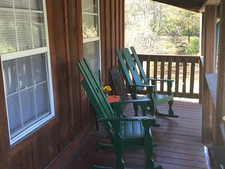2 bedroom 2 bath cottage minutes from Pigeon Forge,Gatlinburg & Douglas Lake, Sevierville