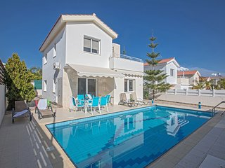 Honor 3 Bed Villa in Konnos area with pool