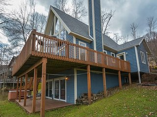Centrally located lakefront chalet!, McHenry