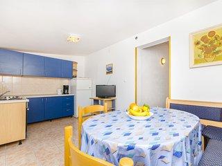 Apartments Jadranka - 41101-A1, Slatine