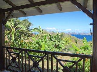 COCO A L'EAU T3 vue magnifique sur la baie des Saintes classé 3 étoiles