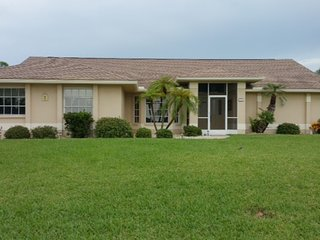 Beautiful Lake Front Home in Englewood 3 minuets to Lemon Bay
